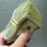 Startup Ini Bagi-Bagi Uang Dengan Vending Machine