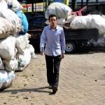 Rela Dibayar Sampah, Dokter Muda Ini Raih Kesuksesan Besar